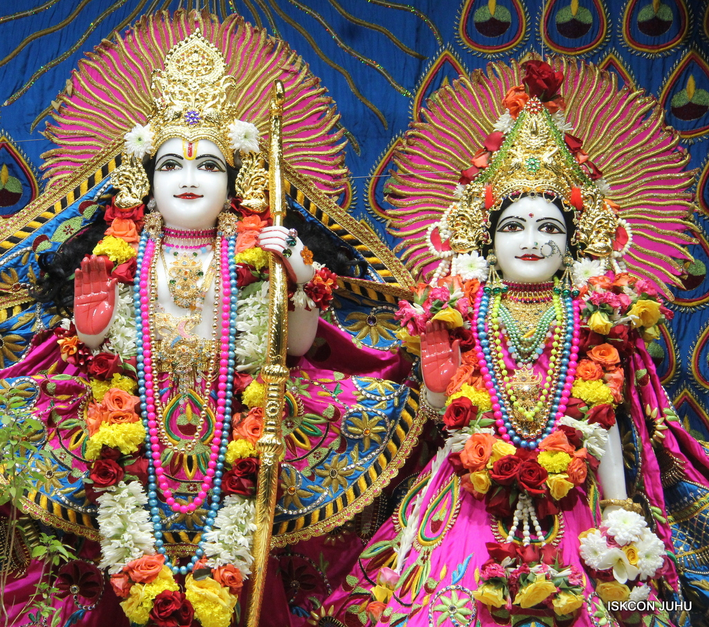 ISKCON Juhu Sringar Deity Darshan on 2nd Oct 2016 (44)