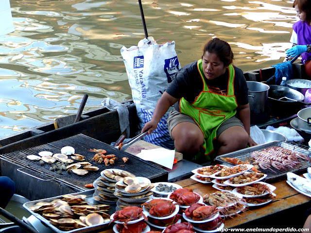 comida-barcas-amphawa.JPG