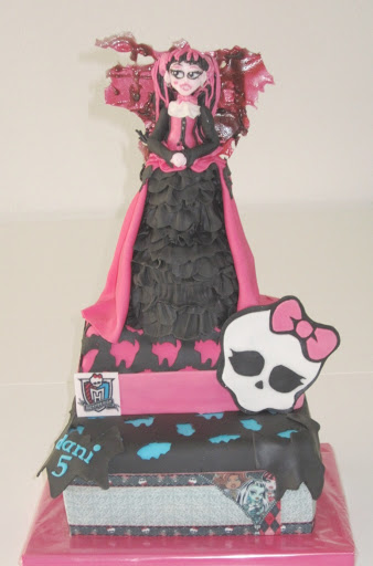 833- Monster High stapeltaart.JPG