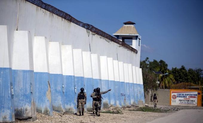 Over 400 Inmates Flee Haiti Prison Leaving 25 People Including Prison Director Dead