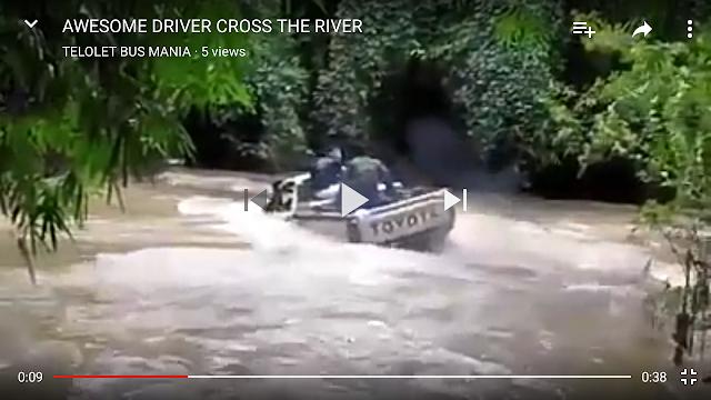 Keahlian Sopir Luar Biasa Terjang Arus Deras Sungai