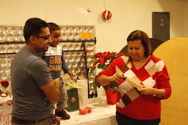 Servants Christmas Gift Exchange - _MG_0842.JPG
