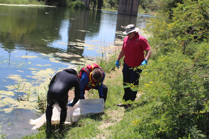 SAPS Free State divers recover the body of a sangoma who drowned during a healing water ritual on Friday, 15 December.