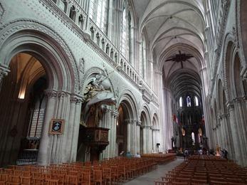 2017.06.10-070 dans la cathédrale
