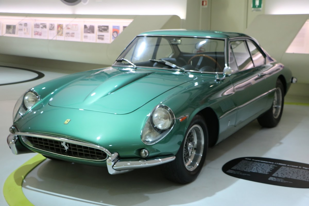 Modena - Enzo Museum 0050 - 1967 Ferrari 400 America.jpg