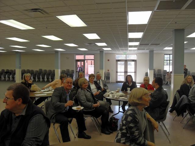 Spotkanie medyczne z Dr. Elizabeth Mikrut przy kawie i pączkach. Zdjęcia B. Kołodyński - SDC13542.JPG