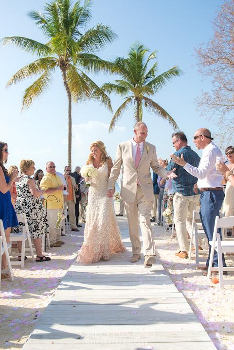 Summer Beach Wedding In The Florida Keys Fl Keys Wedding