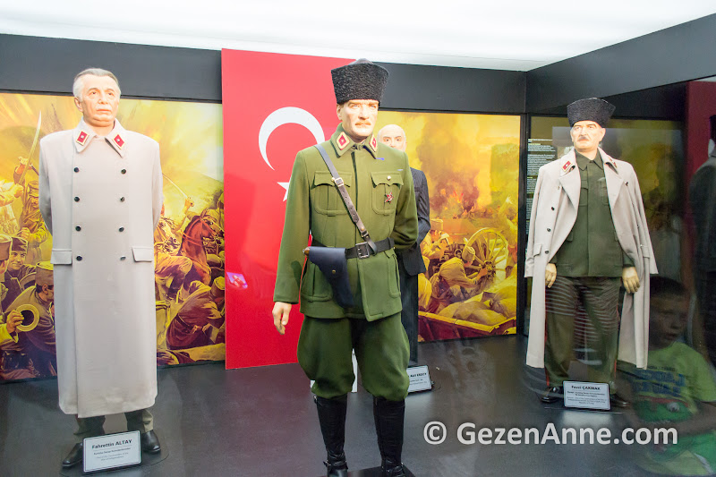 Yılmaz Büyükerşen balmumu müzesinde Atatürk ve diğer balmumu heykeller, Odunpazarı Eskişehir