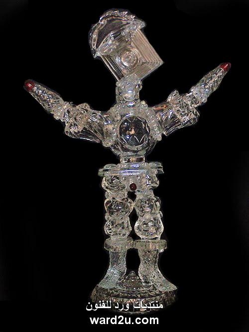 اوانى زجاج مستهلكة فى تشكيلات فنية مجسمة