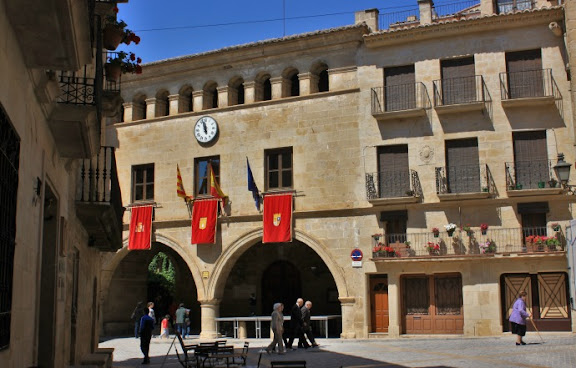 Plaça Major de Calaceit.jpg