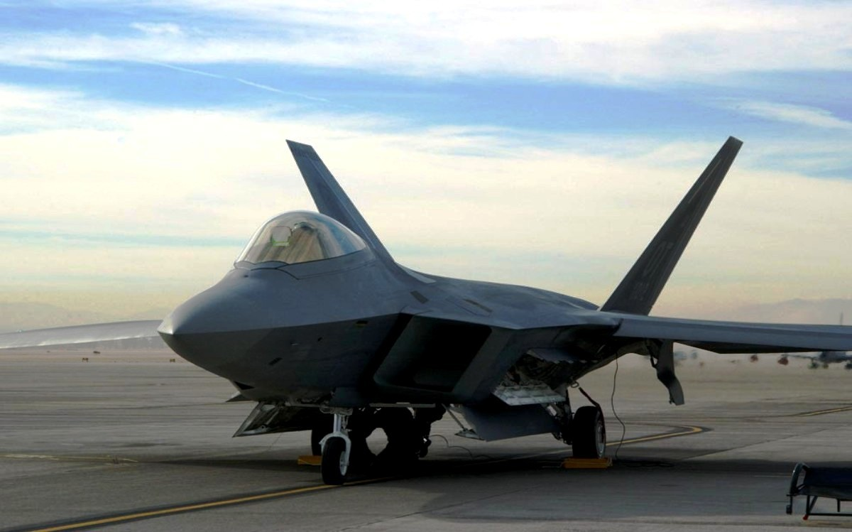 F-22 Raptor Stealth Fighter Jet Wallpaper 4