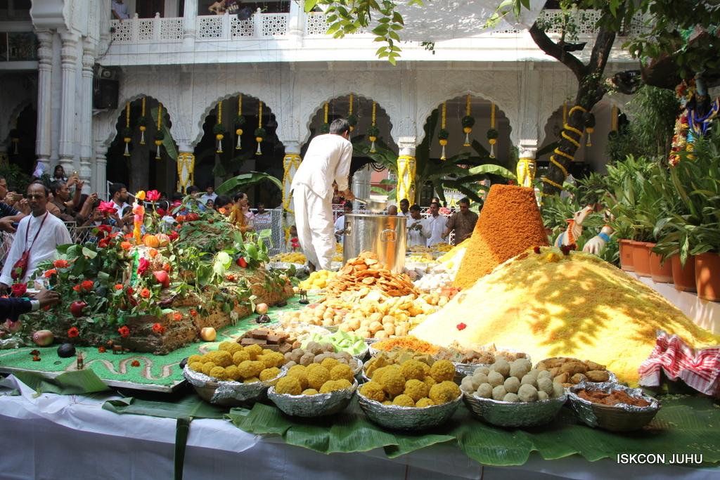 Govardhan Annakut Darshan  At ISKCON Juhu on 31st Oct 2016 (38)