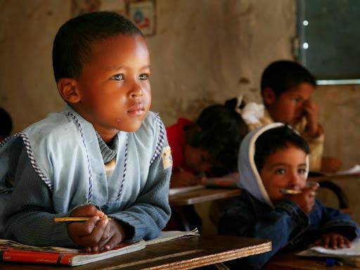 """La Asociación para la Cooperación con el Pueblo Saharaui """"Río de Oro"""" de Fuenlabrada. Necesitamos 4 nuevas familias acogedoras para el verano."""