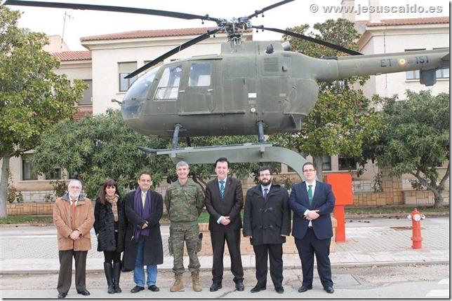 Con el Tcol. Ortiz Repiso ante el helicóptero BO-105 (Foto BHELA-1)
