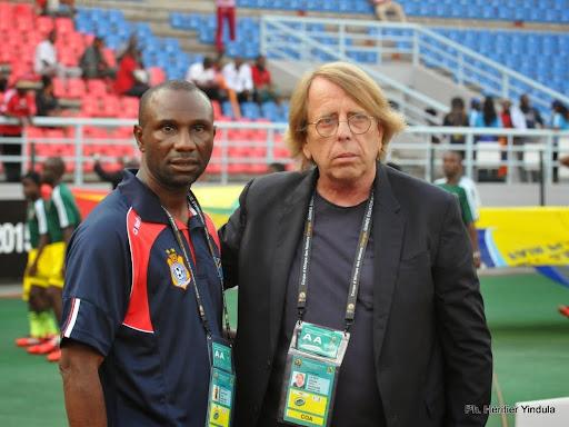 Le sélectionneur de la RDC, Florent Ibenge, (à gauche) et son homologue du Congo, Claude Le Roy, lors du quart de finale de la Can 2015. Radio Okapi/Ph. Héritier Yindula.
