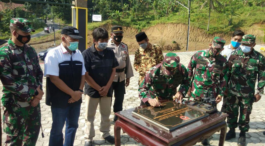 Pangdam IV/Diponegoro Teken Prasasti Sentra Ekonomi Masyarakat Darmakradenan