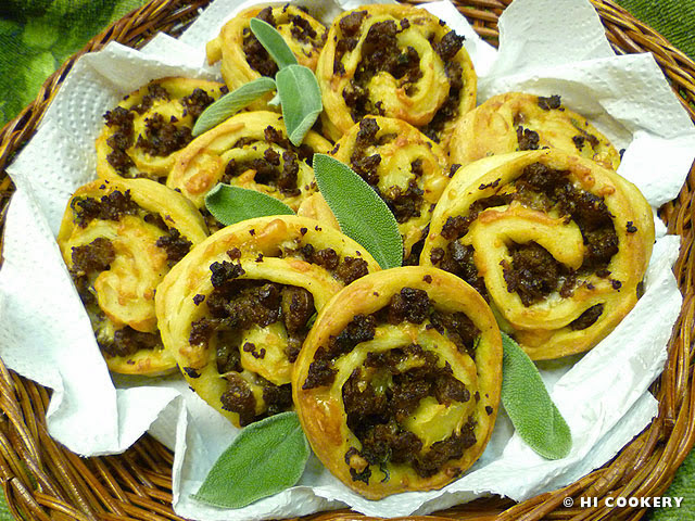 Sausage-Cheese Spirals