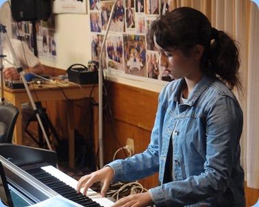 Hana Tani playing the Clavinova CVP-509. Photo courtesy of Dennis Lyons.