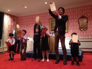 クリスマスパーティーで子供と賞金が当たるゲーム マジシャンえいち