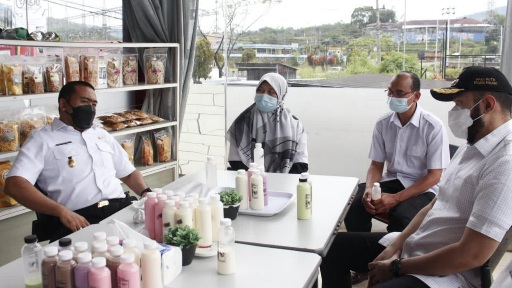 Wagub Sumbar Tinjau Unit Pengolahan Susu di Padang Panjang