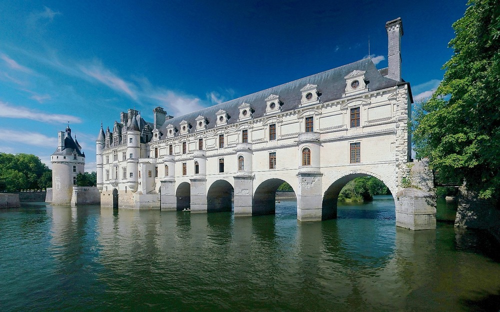 Chateau de Chenonceau: The Chateau Built Over A River