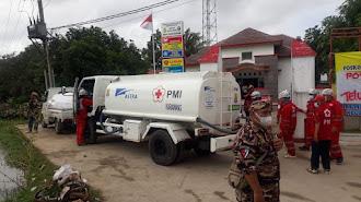 PMI Karawang Distribusikan Air Bersih Ke Kecamatan Pakisjaya