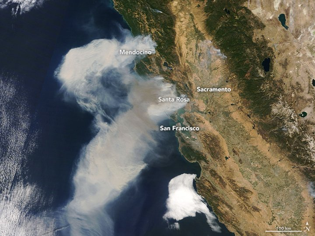 In the late morning of 9 October 2017, the Moderate Resolution Imaging Spectroradiometer (MODIS) on NASA's Terra satellite acquired a natural-color image (top) of the smoke billowing from the fires northern California fires. Photo: Joshua Stevens / NASA Earth Observatory
