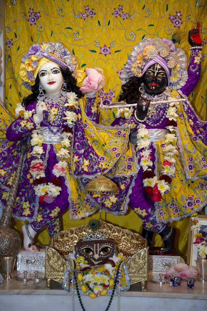 ISKCON New Govardhana Deity Darshan 22 Dec 2016 (13)