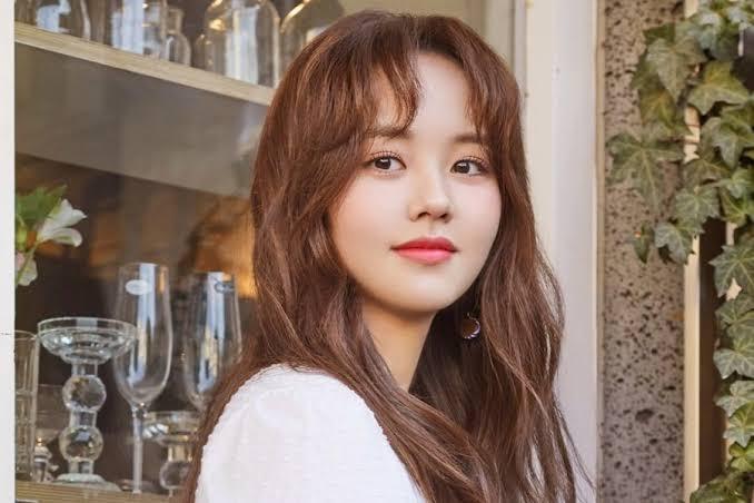 Kim So Hyun akan berpisah dengan agensinya E&T Story Entertainment