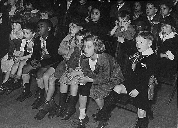Nens veient titelles, Nova York, 1935.