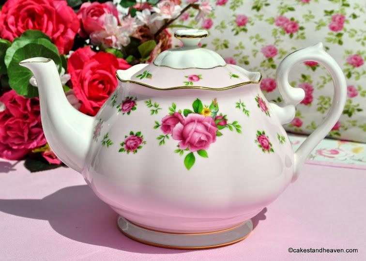 Royal Albert New Country Roses Pink Teapot