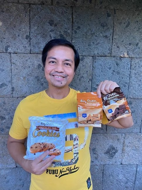 A man holding different ChocoVron Big Oven products
