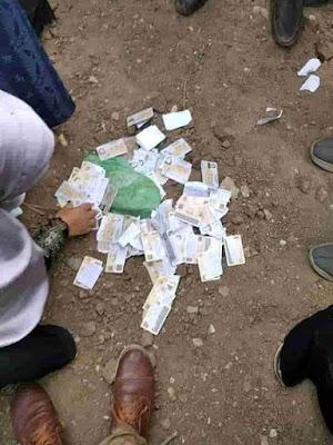 رمي بطاقات الناخبين علي الارض بعد شراء اصواتهم | شاهد