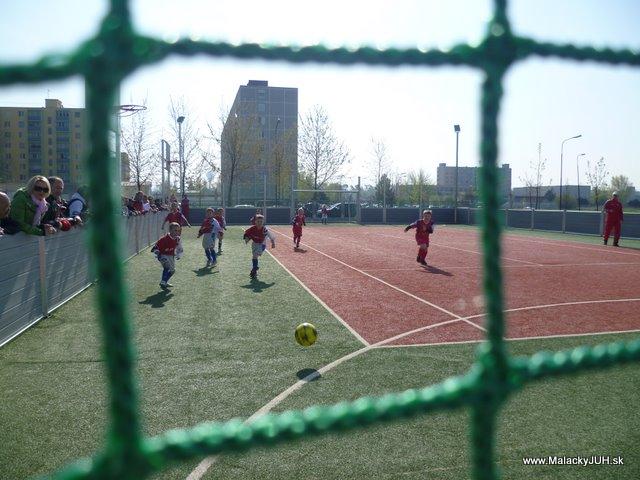Veľkonočný medzinárodný ZLATÝ futbalový turnaj ČSFA (17.4.2011) - P1020050.JPG