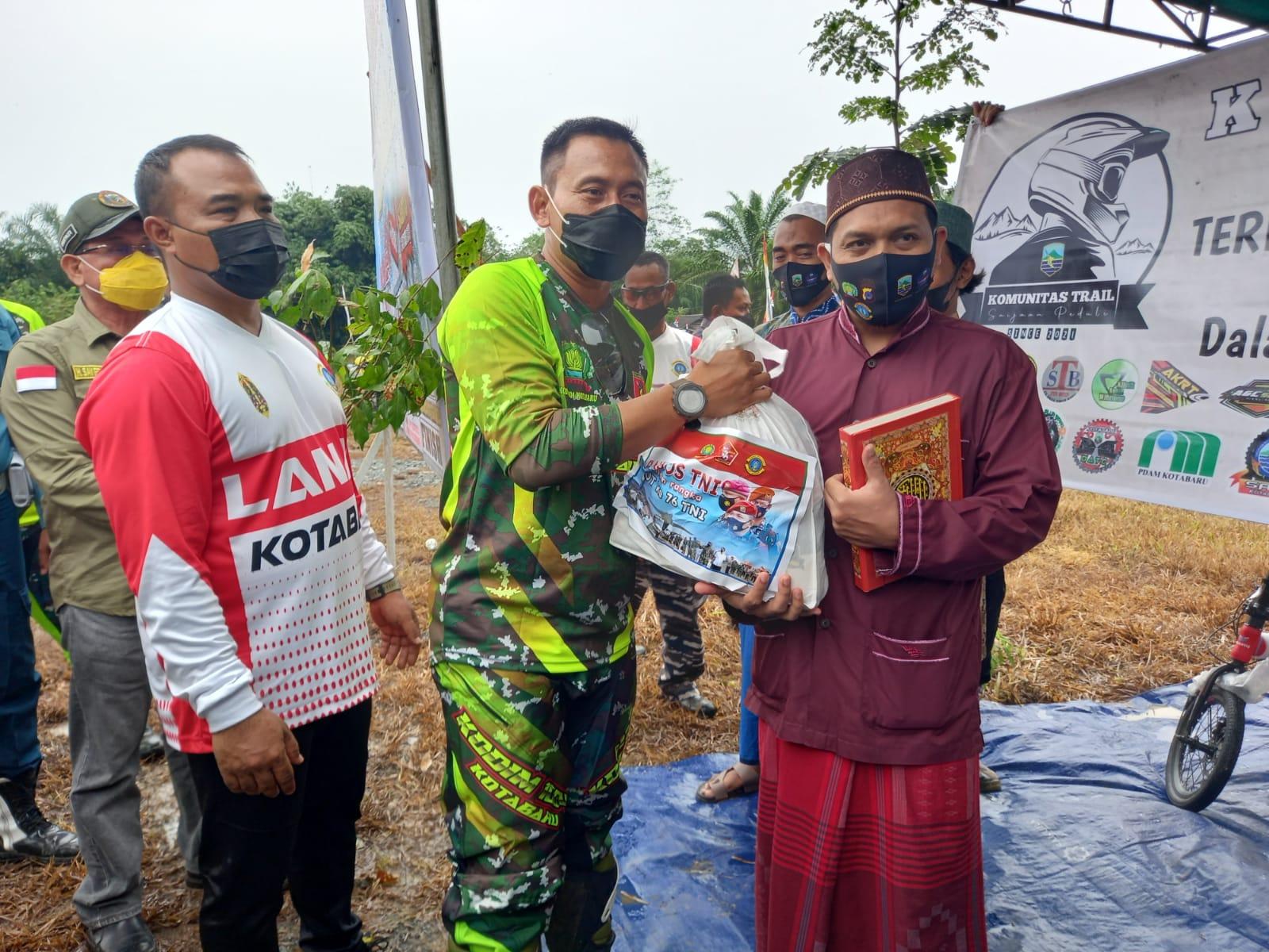 Peringati HUT TNI Kodim dan Lanal Kotabaru Adakan Bakti Sosial Kemasyarakatan