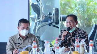 Lagi Wabup Aep Pimpin Rapat Untuk Progres Normalisasi Sungai Kalikalapa  Karawang