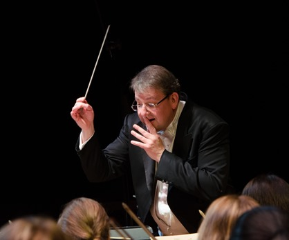 IN PERFORMANCE: Maestro ANTONY WALKER, WCO's Artistic Director, during Washington Concert Opera's performance of Gioachino Rossini's SEMIRAMIDE, 22 November 2015 [Photo by Don Lassell, © by Washington Concert Opera]