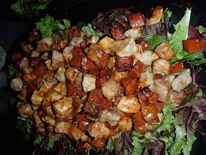 Photo: Dés de porc rissolé au chorizo