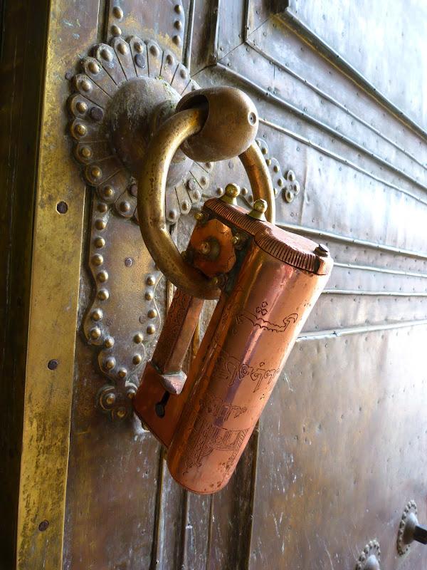 Cadenas de la porte de la mosquée