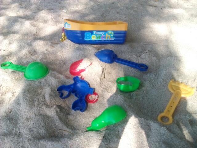 Pasir adalah salah satu media terbaik membangun motorik anak