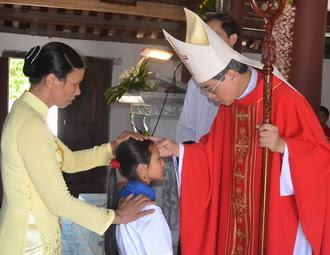 Giáo xứ Yên Bình: 25 em thiếu nhi được lãnh nhận Bí tích thêm sức