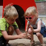 Spelen in het zand met Brentje