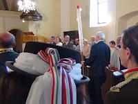 03 A becsomagolt zászlót a mezőkövesdi küldöttség hozta be.JPG