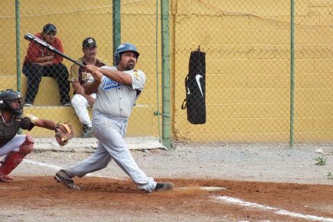 Ricardo Abelardo García de Tiburones en la Liga de Beisbol de Salinas Victoria
