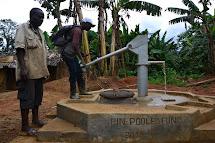 Za dva roky usnadnil Člověk v tísni v Lulingu tisícům lidí přístup k pitné vodě a zlepšil hygienické návyky. Z osmi nových studen čerpá nyní vodu až 12 000 lidí. (Foto: Marcela Janáčková, ČvT)