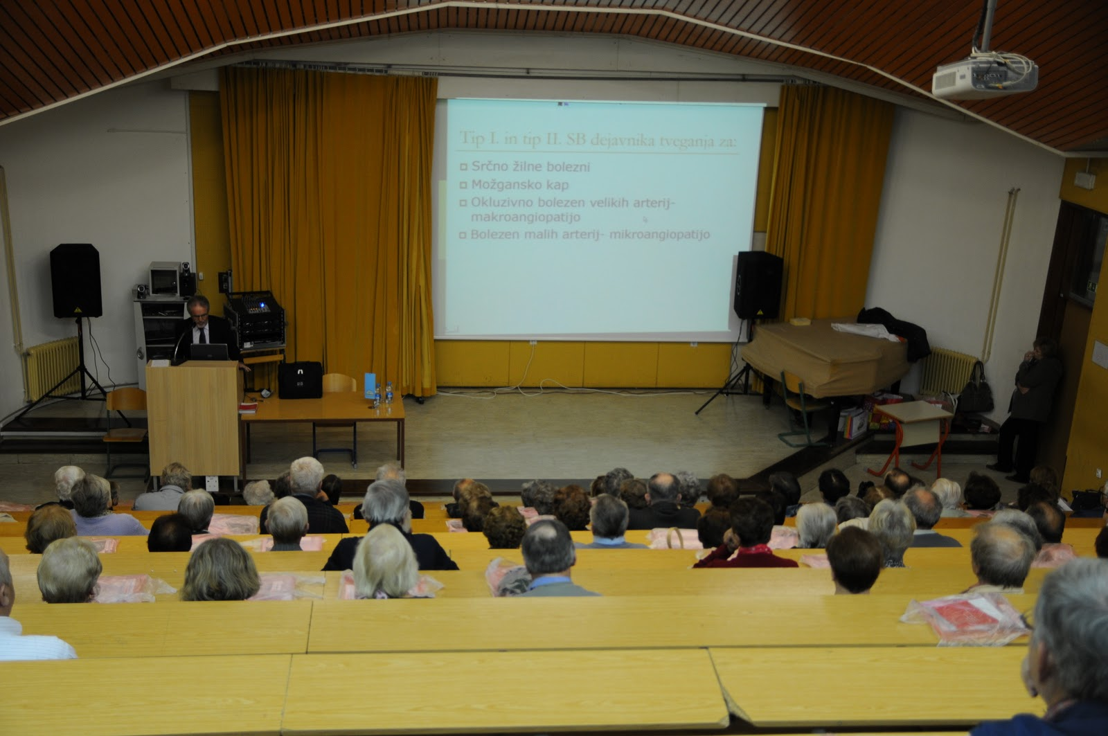 Predavanje, dr. Camlek - oktober 2011 - DSC_3879.JPG