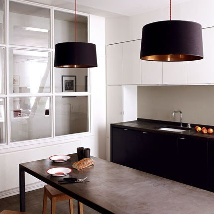 Charmant The Counter Top Harmonises With Its Dark Wooden Tint (Numeraer, IKEA).  White Lacquered Cabinets (Applad, ...