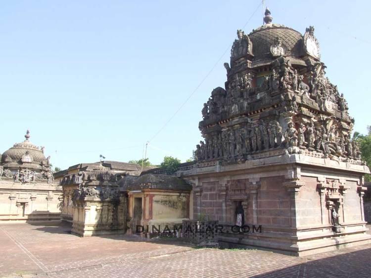 Sri Uchiravaneswarar Temple, Thiruvilanagar (Thuraikattum Vallalar), Mayiladuthurai - 275 Shiva Temples