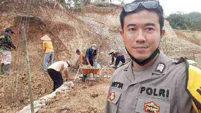 Kisah Bhabinkamtibmas Polres Kebumen Buatkan Rumah untuk Sugiyanto