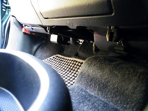 運転席側から見た増設したシガーソケット